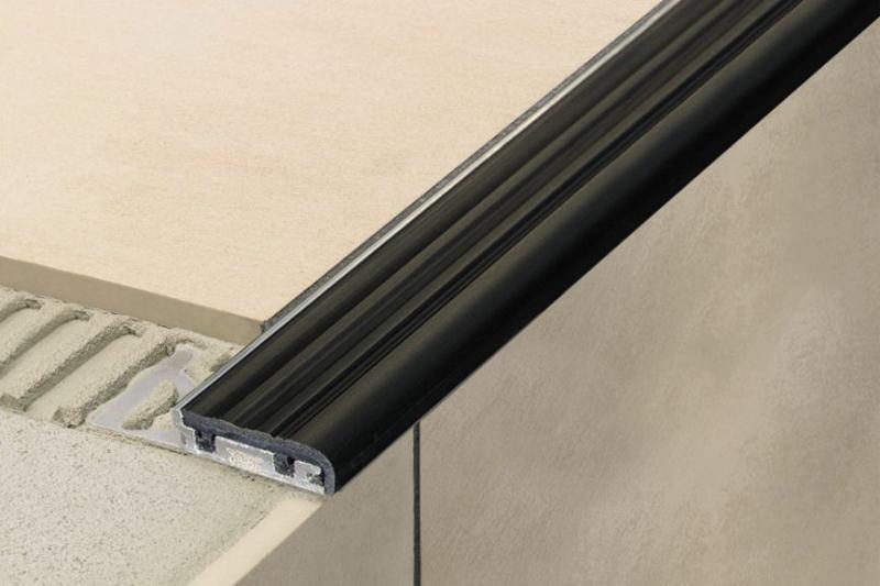 Schluter®-TREP-SE-S-B | Slip-resistant Treads | For Stairs | Profiles | schluter.com